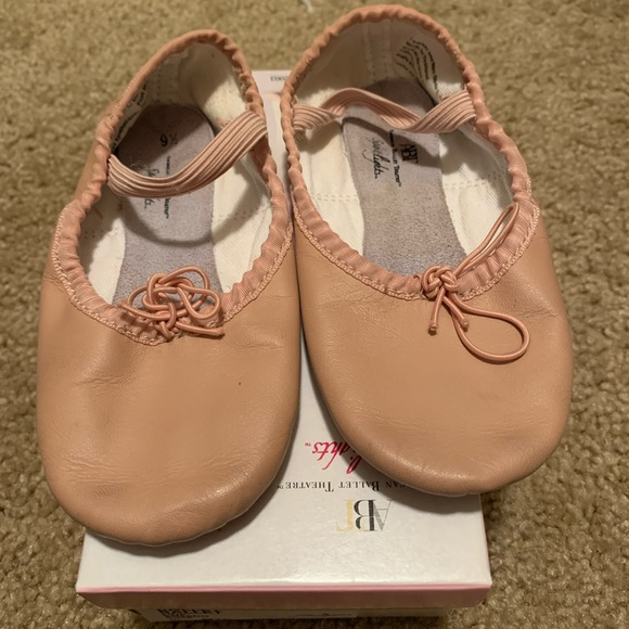 Ballet shoe. Little girls size 9.5
